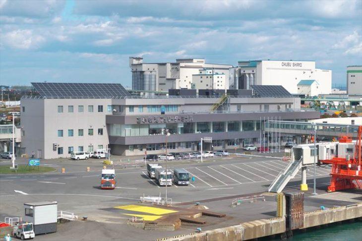 苫小牧西港 苫小牧フェリーターミナル