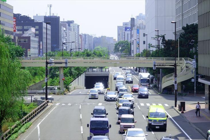 創成川通北4条歩道橋から見る北3条歩道橋