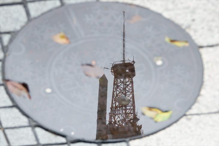 水たまりに映ったさっぽろテレビ塔