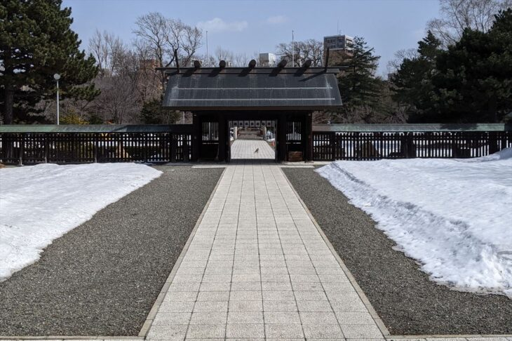 札幌護国神社の神門