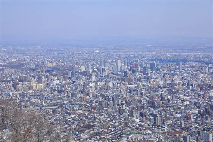 札幌の市街地を藻岩山から撮影した写真