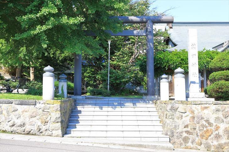 薬師神社の鳥居