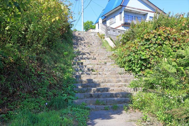 薬師神社の坂の階段