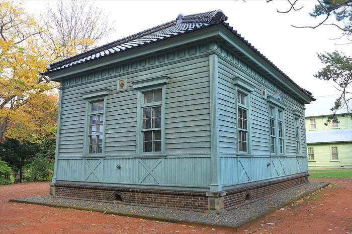 北大植物園・博物館事務所 付属博物館鳥舎