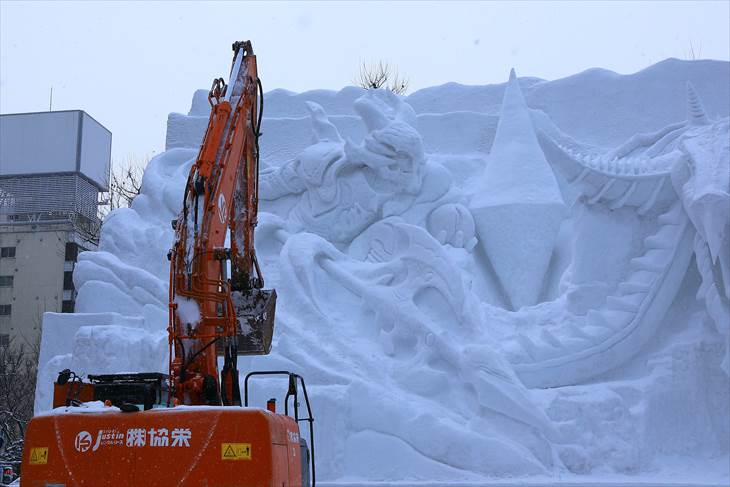 さっぽろ雪まつり・大雪像 解体の様子