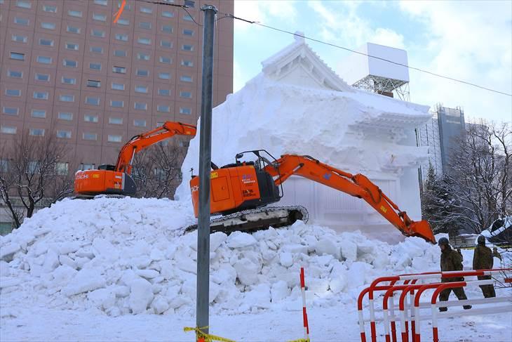 奈良・薬師寺 大講堂の大雪像