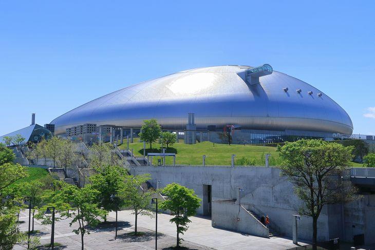 札幌ドームと青空