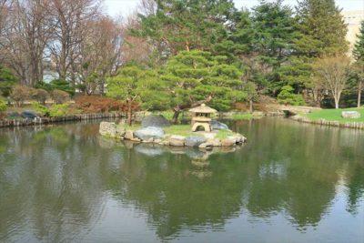 八窓庵(旧舎那院忘筌)のある日本庭園