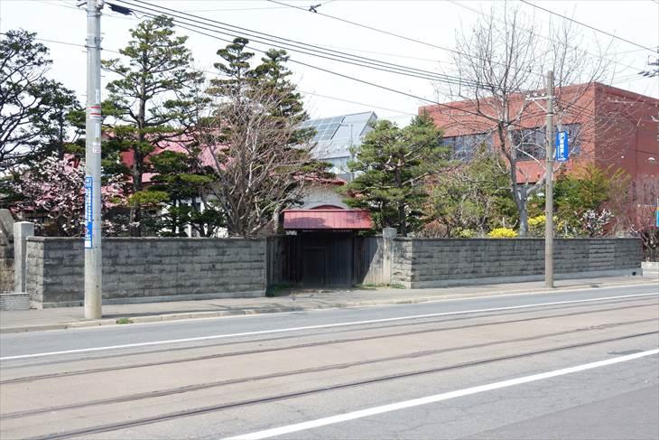 黒田家住宅表門と石塀