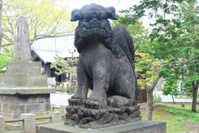 新琴似神社の1対目の狛犬(右)