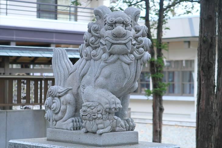 新琴似神社 2組目の狛犬(左)