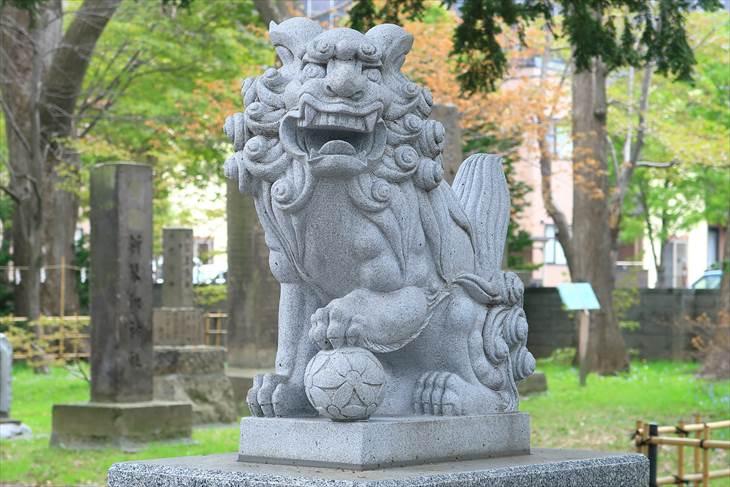 新琴似神社 2組目の狛犬(右)