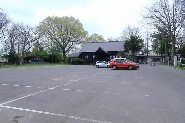 新琴似神社の駐車場
