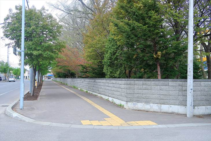 新琴似神社の塀