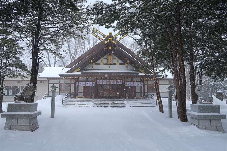 新琴似神社の本殿(冬)