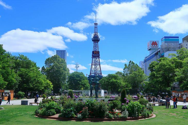 2018年6月の大通公園とさっぽろテレビ塔