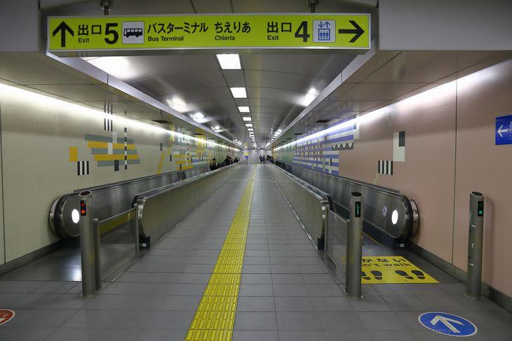 宮の沢駅 動く歩道