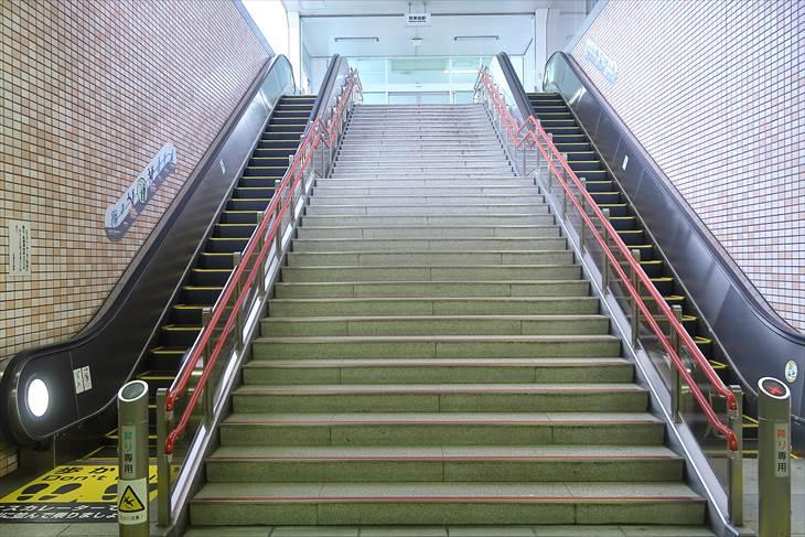 地下鉄東西線『発寒南駅』1番出口エスカレーター