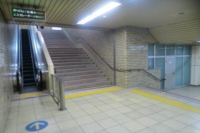 西28丁目駅 エスカレーター