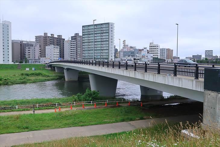 菊水駅近くの豊平川一条大橋
