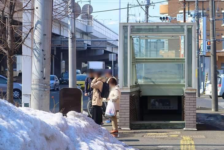 北34条駅近くの地下道