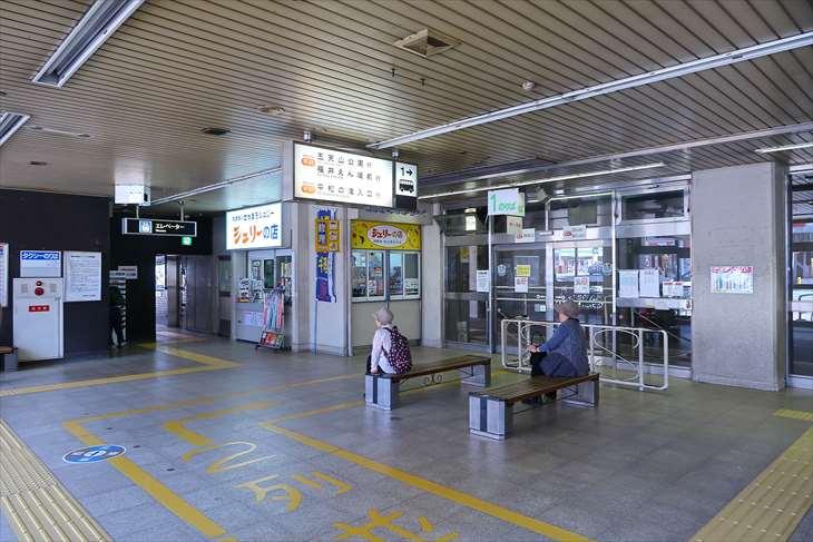 地下鉄琴似駅のバスターミナル