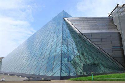 モエレ沼公園のガラスのピラミッド「HIDAMARI」