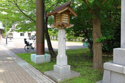 烈々布神社 灯籠