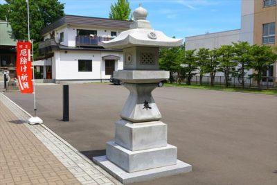烈々布神社 石灯籠