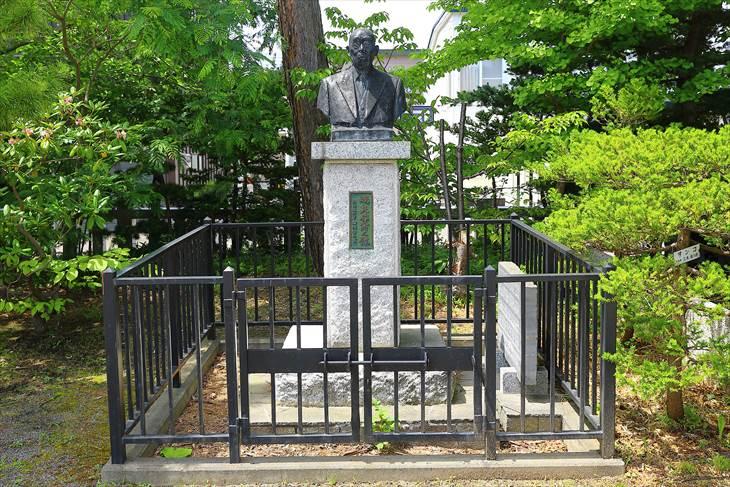烈々布神社 石像