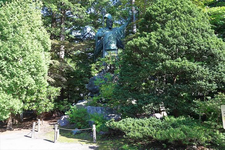 島義勇の像