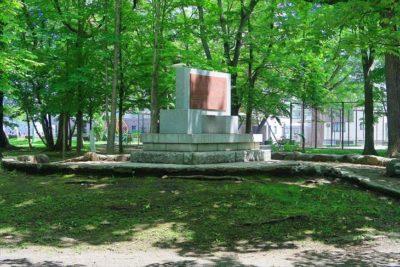 「日の丸農場記念之碑」