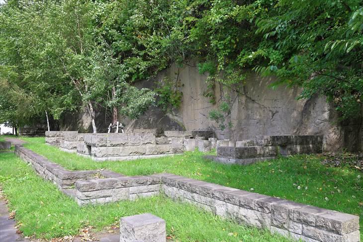 藻南公園 石山軟石採掘場跡