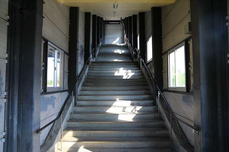 ほしみ駅 階段通路