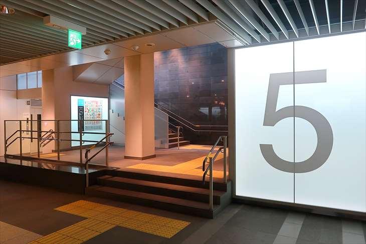 札幌駅前通地下歩行空間 チ・カ・ホ 5番出口