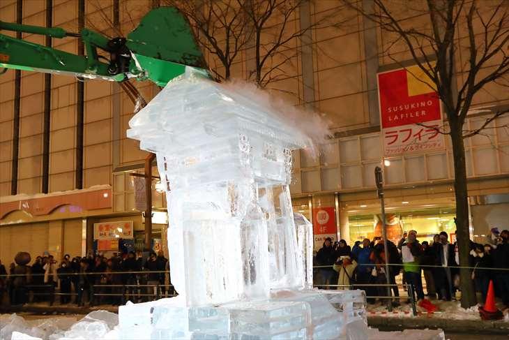 さっぽろ雪まつり すすきの会場の氷像解体