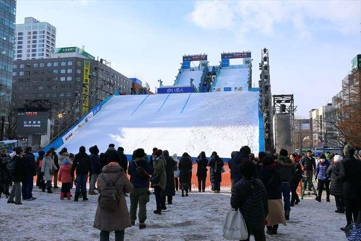 さっぽろ雪まつり・大通公園3丁目・白い恋人 PARK AIRジャンプ台