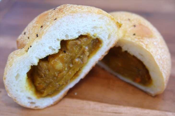 Quatre Feuilles (カトルフィーユ)  焼きカレーパン