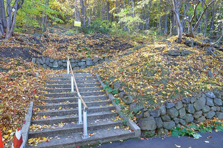 平和記念塔(仏舎利塔・札幌平和塔)への登山道