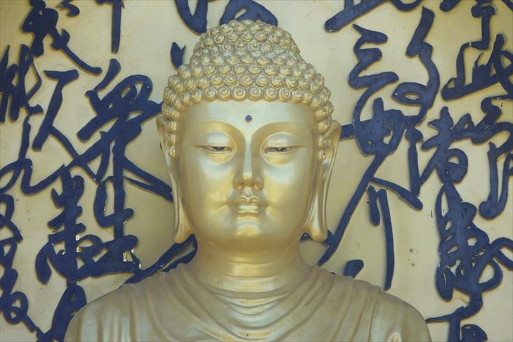 平和祈念塔の仏像