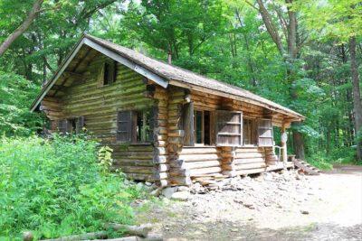 麓郷の森 丸太小屋
