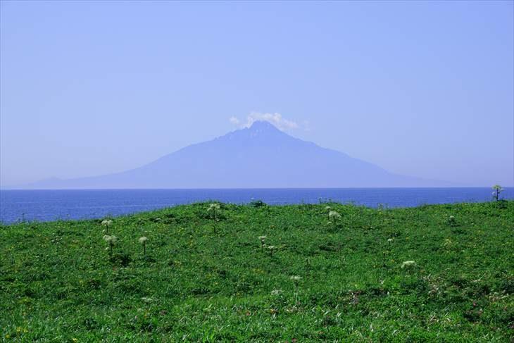 サロベツ原野駐車公園 から見た利尻富士