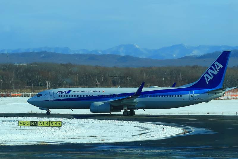 ANAの飛行機と新千歳空港
